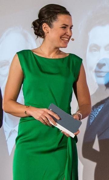 Moderatorin Julia Bauer
